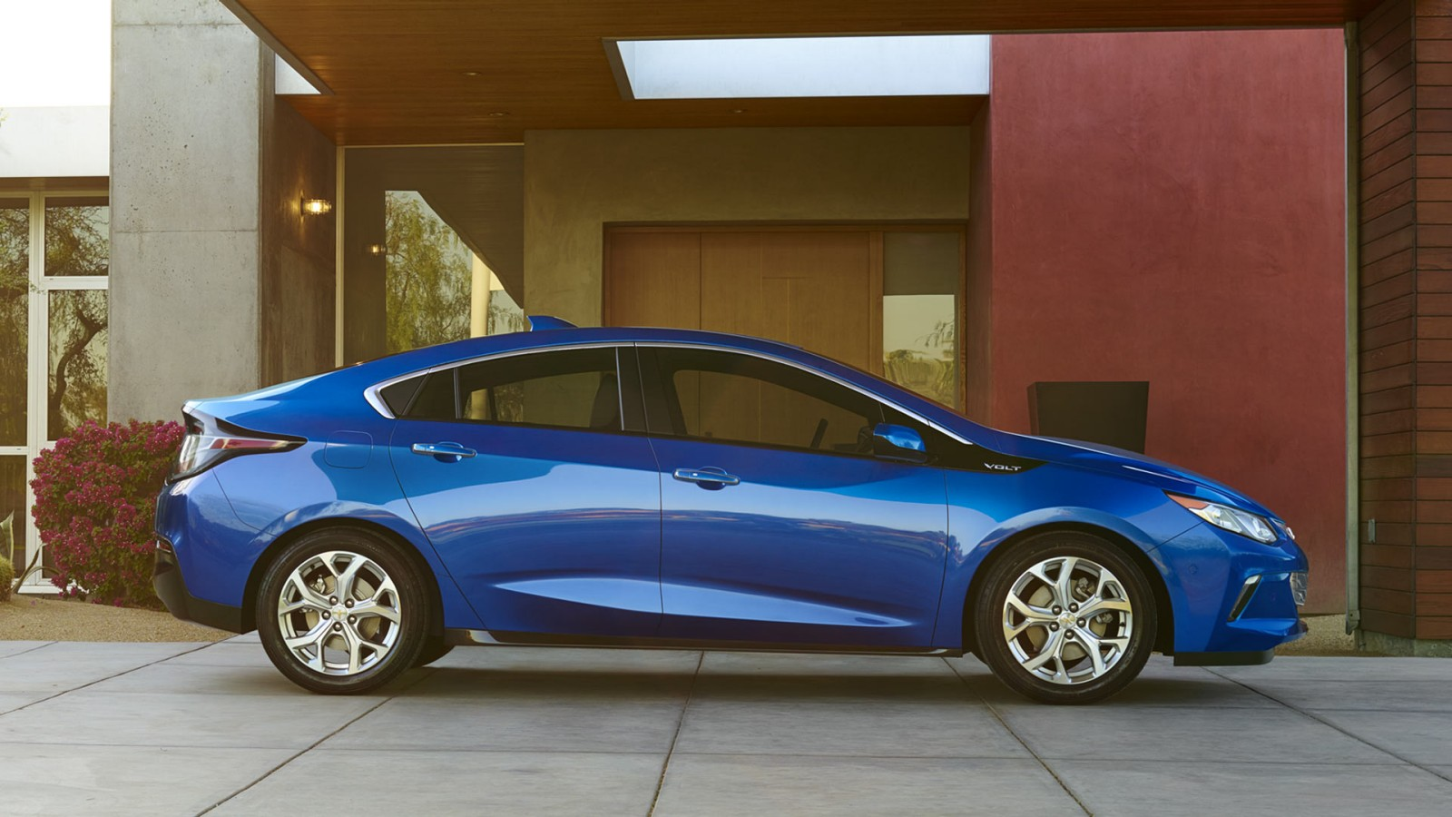 How does the 2016 chevy volt compare