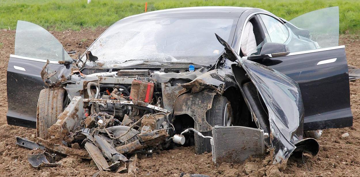 Tesla Model S Crash in Germany