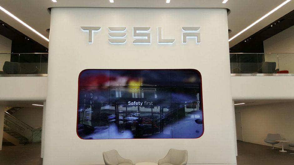 Tesla Flagship Screen
